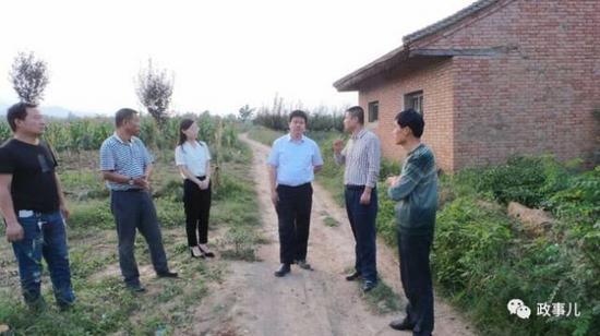 """""""政事儿""""(微信ID:xjbzse)注意到,郑睿臻首次以周至县副县长的身份,亮相当地官方报道,是在9月9日。"""
