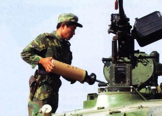 坦克装填装甲弹(材料图,起源收集)