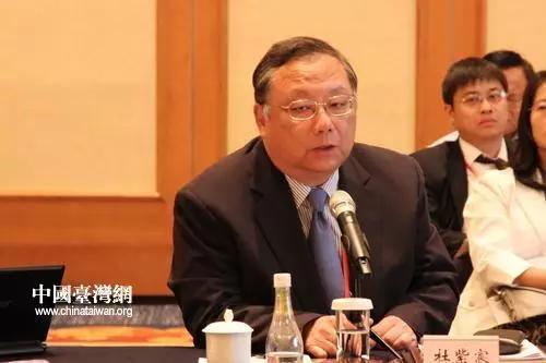 """他分析,以大陆经济成长率有6-7%,台湾10年来平均不到2%的发展,两边正面临一个""""死亡交叉"""",到时差距也会越拉越大。"""