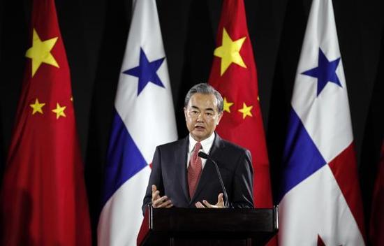 当地时间2017年9月17日,巴拿马,中国外交部长王毅出访巴拿马,与巴拿马总统巴雷拉等人会面。 东方IC 图