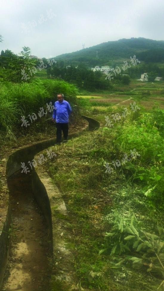 贵州山村老支书30年背5吨炸药 带村民修200公里水渠