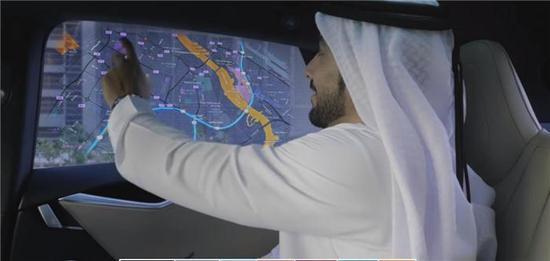 阿联酋迪拜为了实现建成全球最智能城市的目标,把50辆特斯拉自动驾驶汽车放入了迪拜的出租车队伍。