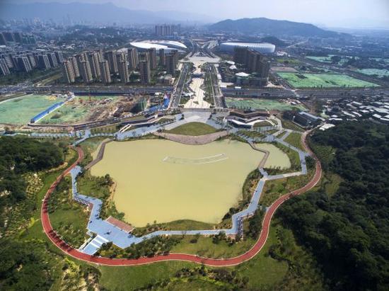 材料图:福州海绵都会建立项目——福州海峡奥体中央飞凤湖俯瞰。新华社记者 姜克红 摄