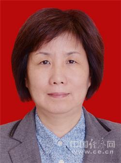 冯萍,女,1962年5月生,汉族,江苏扬州人,中共党员,1983年8月到场事情,中央党校研究生,文学学士。