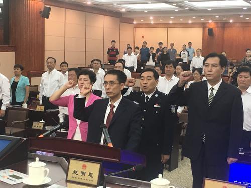 新任命政府组成职员向《宪法》宣誓