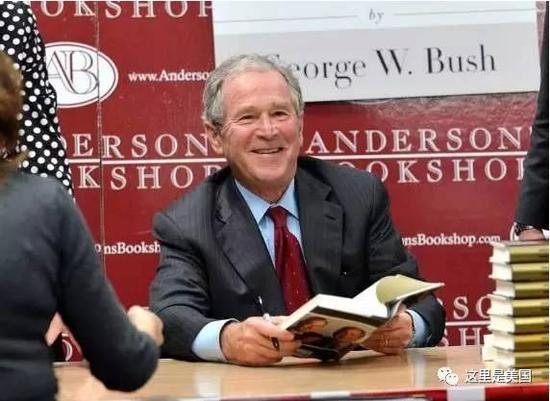 而且小布什他不仅出过自传......2010年的《抉择时刻》(Decision Points)版权费1000万美元左右。