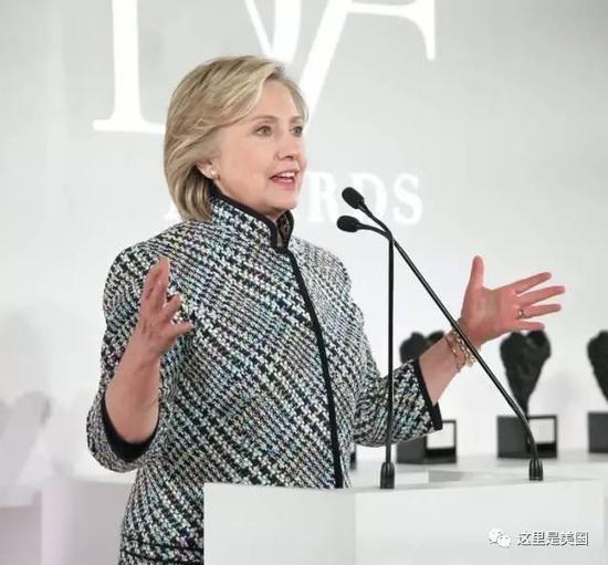 老婆希拉里也没闲着,夫妇俩一共参加了729次演讲,出场费算算也超过1亿5千多美元了。