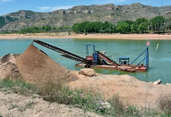 黄河山西省保德县段河边的采沙场