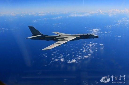 """资料图片:中国空军航空兵飞出""""第一岛链""""开展远海训练。(中国军网)"""