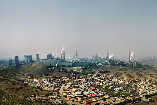 """加速镌汰落伍产能,用环保倒逼工业升级,实现经济""""强身健体"""",越来越多的地方学会""""算大账""""。视觉中国 资料"""