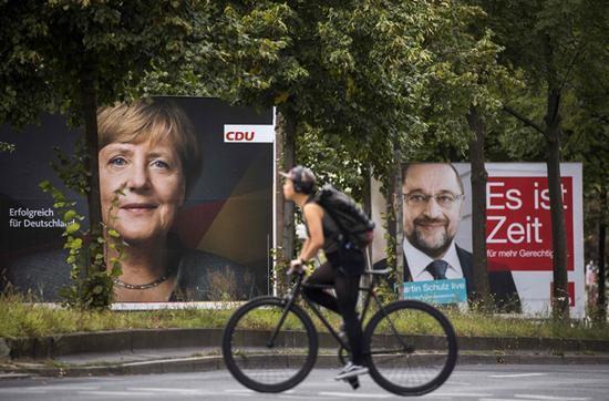 当地时间2017年9月17日,德国柏林,街头挂满竞选海报。  视觉中国 图