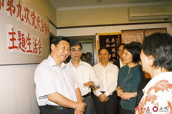 2007年6月14日,习近平在黄浦区调研。