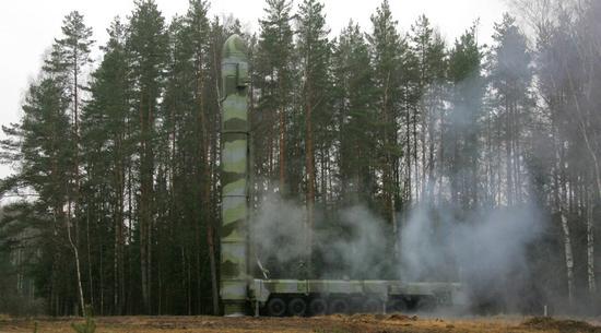 """俄试射""""白杨""""洲际弹道导弹 用于试验先进弹头"""
