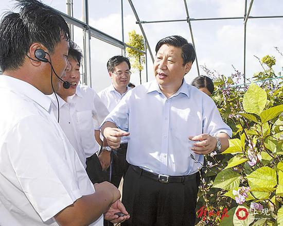 2007年8月9日,习近平在南汇区调研。