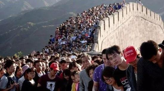 起首,咱们来说说欧洲。欧洲各国由于奇特的人文文明,始终是良多旅客的游览首选地。