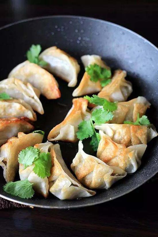 Chopchop饺子王坚持制作的每一步都是手工完成。