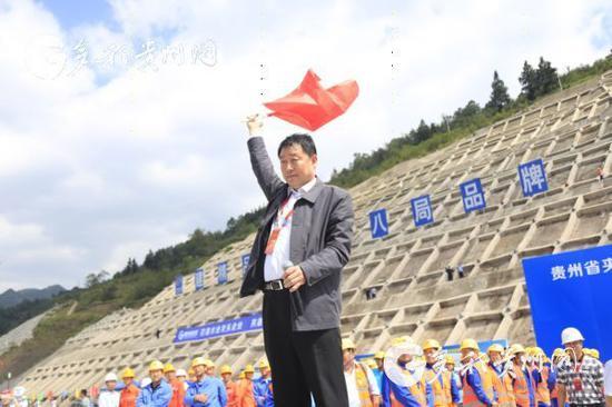 贵州省夹岩水利枢纽及黔西北供水工程截流仪式现场。