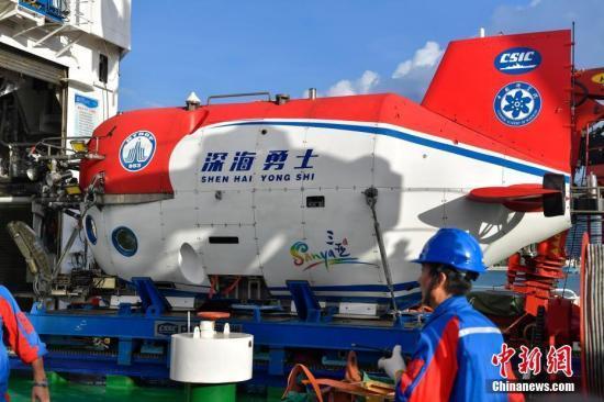"""10月3日,""""深海勇士""""号载人深潜试验队在中国南海完成""""深海勇士""""号载人潜水器的全部海上试验任务后,返航三亚港。 骆云飞 摄"""