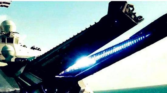 美军电磁轨道炮(图片来源网络)