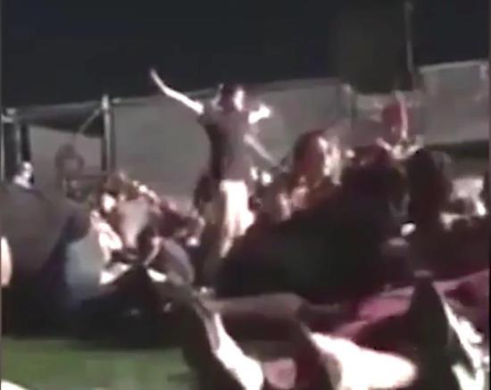 周日,拉斯维加斯举行的一场乡村音乐会上,枪手帕多克开枪打死59人,伤数百人。