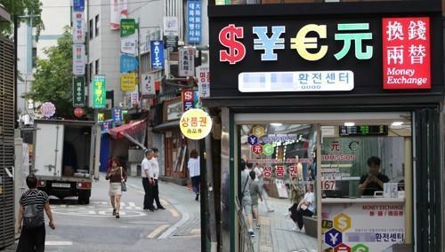 冷清的韩国购物街明洞。