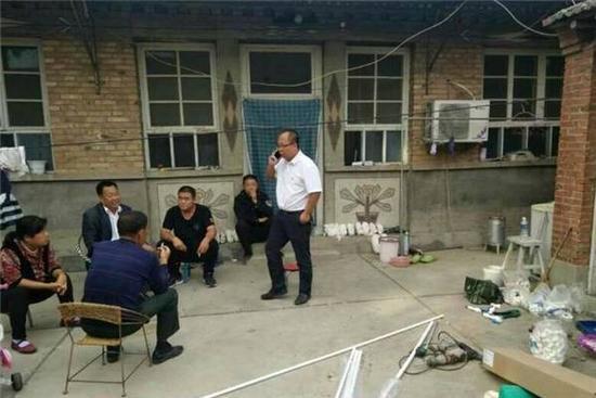 容城县张市村煤改气施工现场。