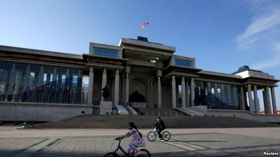 ▲蒙古国国家大呼拉尔(议会)大楼(路透社)
