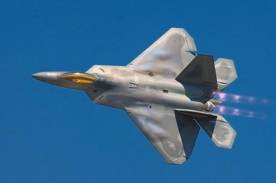 """▲美国洛克希德-马丁公司生产的F-22""""猛禽""""战机"""