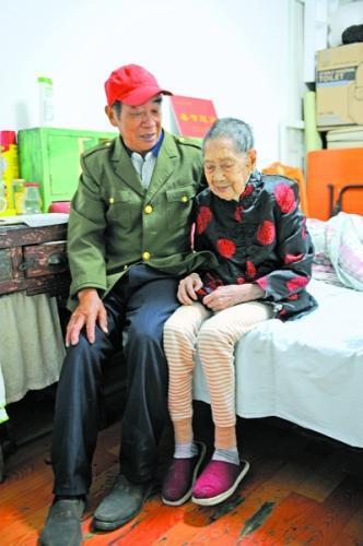 103岁老人喜欢吃肉喝汤打小牌