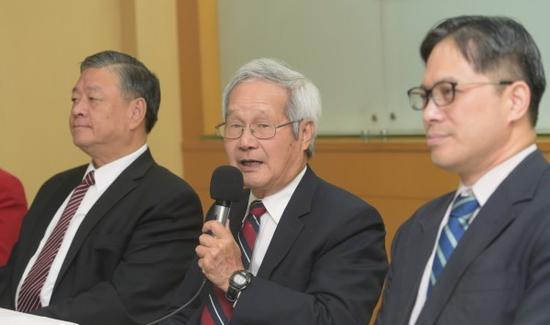 """洪顺五(中)发起""""世界营销计划"""",希望结合中小企业等有关方面的力量,协助台湾中小企业拓展全球商机。(图片来源:台媒)"""