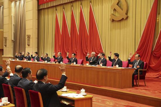 10月9日,十八届中央纪委第八次全会在北京举行。全会审议并通过了十八届中央纪律检查委员会向中国共产党第十九次全国代表大会的工作报告,同意将报告提请中国共产党第十八届中央委员会第七次全体会议审议。(中央纪委监察部网站 胡思远 摄)