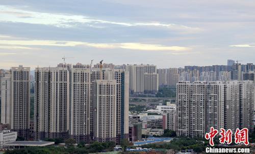资料图:正在建设中的小区。中新社记者 刘忠俊 摄