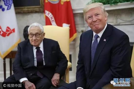 美国总统特朗普在白宫会晤美国前国务卿基辛格