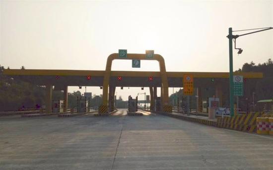▲湖南省浏阳市沙市收费站。