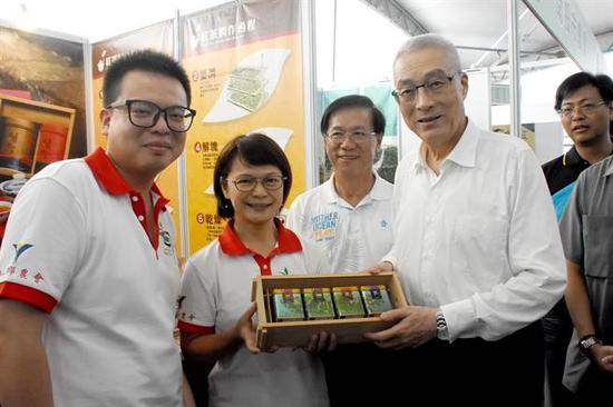 国民党主席吴敦义(左四)。(图片来源:台湾《中时电子报》)