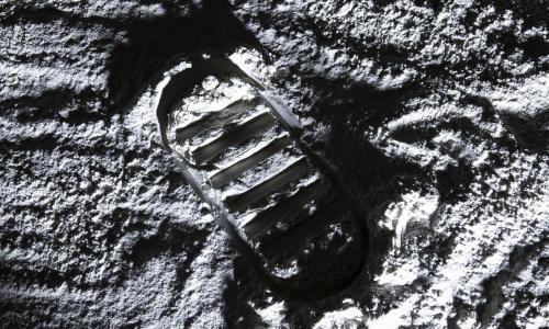 2030年送日本人登月?日媒:困难重重 讨论被搁置