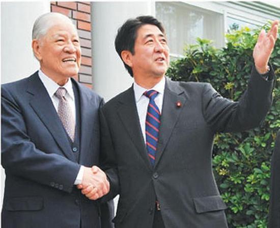 左:李登辉;右:安倍晋三。(资料图)
