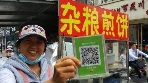 因为中国的移动支付实在太方便,害得很多老外到中国生活就想不走了。