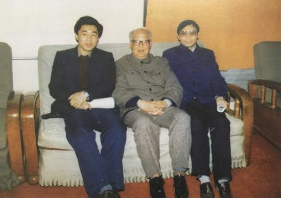 王之卓(中)、李德仁(左)、龚健雅师生三代院士合影