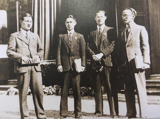 在德国留学时,陈永龄、夏坚白、王之卓与友人合影