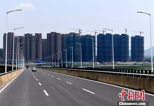 资料图:福州一处成片开发建设中的房地产楼盘。中新社记者 张斌 摄