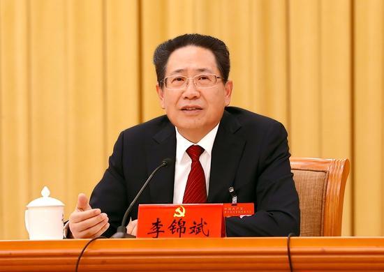 10月18日下战书,十九大代表、省委书记李锦斌在讨论党的十九大陈诉时讲话。记者 徐国康 吴文兵 摄