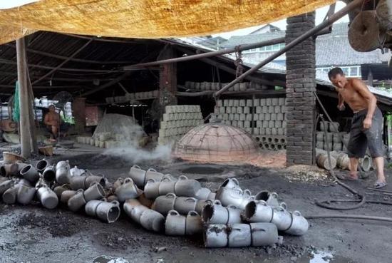 四川雅安荥经砂器。