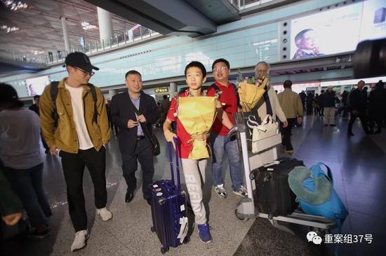 ▲10月20日,北京首都机场,夺冠归来的中国数独队。新京报记者 王飞 摄