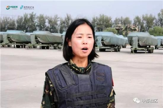 蒋淑珍下达训练口令。