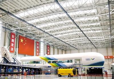 中国商飞上海飞机设计研究院内的铁鸟试验台。新华社记者 丁汀 摄