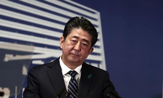 当地时间2017年10月23日,日本东京,安倍晋三现身记者会。视觉中国 图