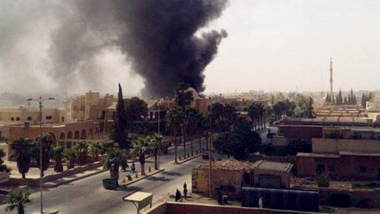 拉卡一居民区遭轰炸(图片来源网络)