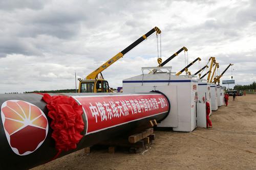 材料图片:中俄东线自然气管道中国境内段在黑龙江省黑河市动工铺设(2015年6月29日摄)。新华社发