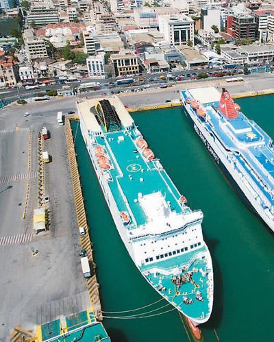 """近十年来,通过中远海运集团的参与,希腊比雷埃夫斯港成为""""一带一路""""上的一颗明珠。帕诺斯·托马达基斯摄(新华社发)"""